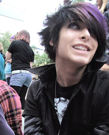 short hair emo guy. emo guys hair. Short 30 Pictures of Adorable Emo Boys